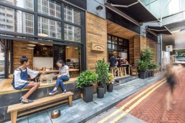 Hongkong Coffee Shop - Quán cà phê có thiết kế độc đáo, hòa mình với đường phố